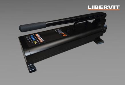 Hydrauliczna pompa ręczna PMP75 serii Blackline firmy Libervit
