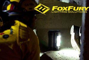 FoxFury Nomad® NOW - lekki, kompaktowy, to przenośny reflektor LED z uchwytem
